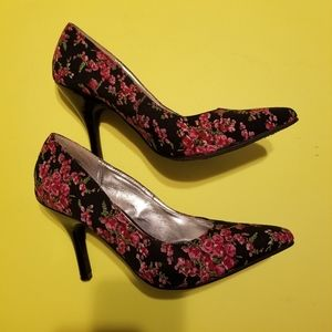 RAMPAGE FLORAL CLASSIC PUMP floral size 7